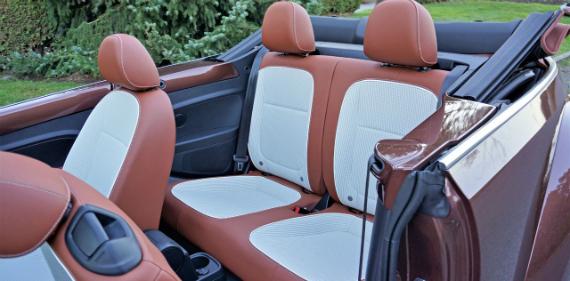 17_volkswagen_beetle_convertible_classic_07500