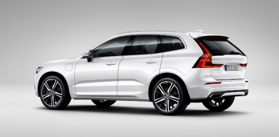 18_volvo_xc60_rear_view