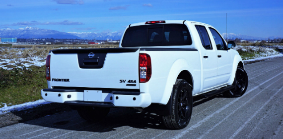 18_nissan_frontier_midnight_edition_crew_cab_4x4_00900