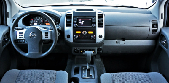18_nissan_frontier_midnight_edition_crew_cab_4x4_03800